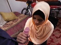 Teenager arab whore suck a huge knob like a pro