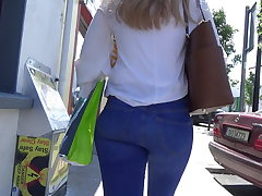 Candid blond teen in flesh taut jeans